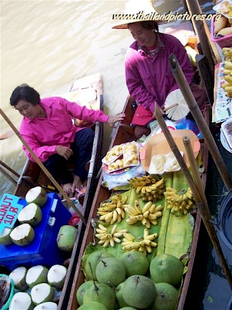 A picture of the Thai floating market.